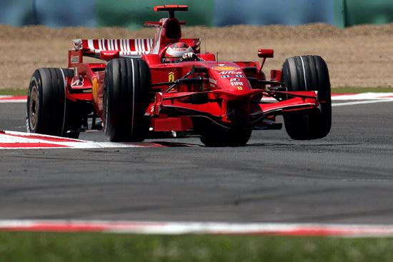 图文-F1法国站莱科宁杆位莱科宁攻弯横行霸道