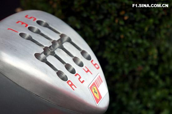图文-F1车队备战英国GP有趣的法拉利排挡槽模型