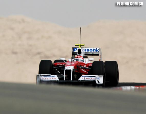 图文-F1巴林试车(2月18日)格洛克在沙漠中狂奔