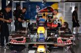 图文-F1西班牙站正赛前扫描红牛车队技师紧张忙碌