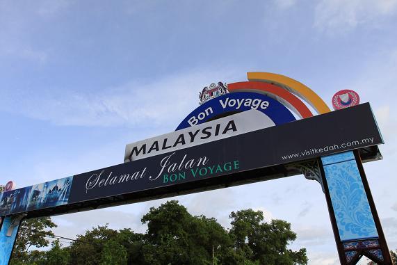 图文-中国东盟拉力赛抵新加坡进入马来西亚