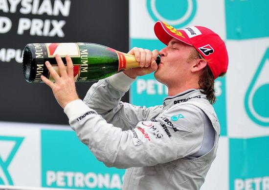 图文-F1马来西亚站维泰尔获胜罗斯博格表现也不错