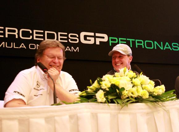 图文-奔驰车队F1中国站发布会 舒马赫和豪格笑谈 - 5ipet - peti5 的博客