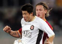 冠军杯-董方卓成欧冠中国第二人曼联客场1-1罗马