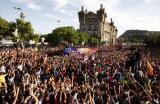 图文-巴塞罗那回国庆祝球队夺冠巴塞罗那万人空巷
