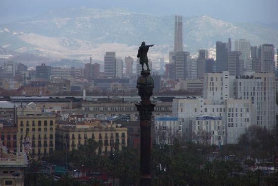 位于巴塞罗那兰布拉大街的哥伦布纪念碑