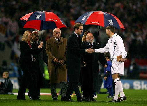图文-[欧预赛]英格兰vs克罗地亚威廉王子接见杰拉德