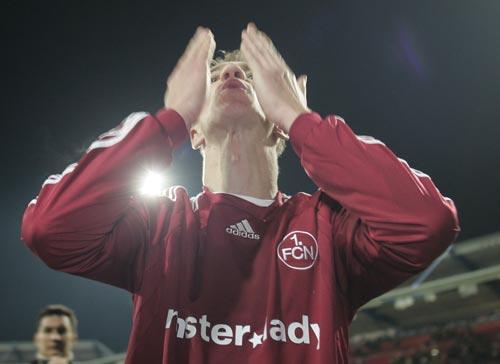 图文-[联盟杯]纽伦堡2-1艾克马亚飞吻献给我的球迷