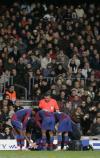 图文-[冠军杯]巴萨vs凯尔特人队友上前慰问梅西
