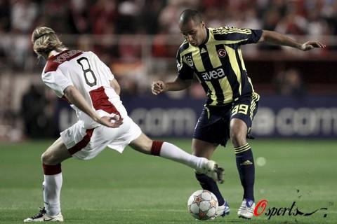 图文-[冠军杯]塞维利亚3-2费内巴切鲍尔森神龙摆尾