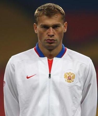 图文-欧洲杯球员阅兵之俄罗斯后卫V-别列祖斯基