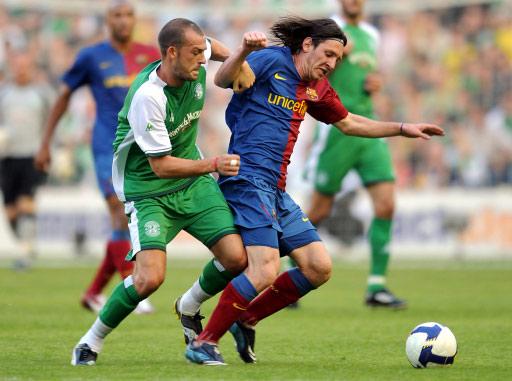 图文-[热身赛]希伯年vs巴塞罗那瘦小的梅西很勇猛