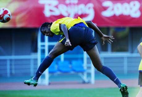 图文-巴西国奥队在沈阳备战 头球功夫出色