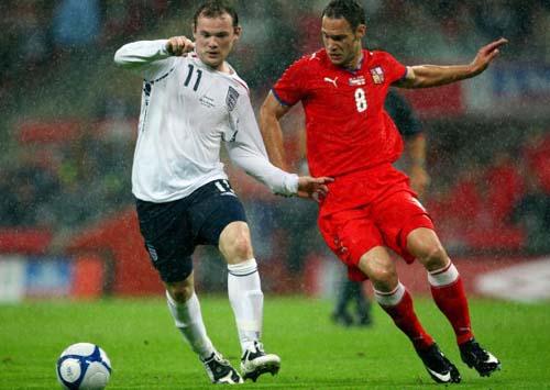 图文-[热身赛]英格兰VS捷克对手拉扯也难阻鲁尼