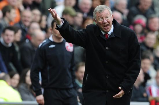 [英超]桑德兰… 正文    4月11日,曼联队教练弗格森在场边指挥比赛.