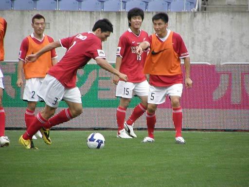 图文-韩国明星赛赛前最后训练李玮峰指点队友