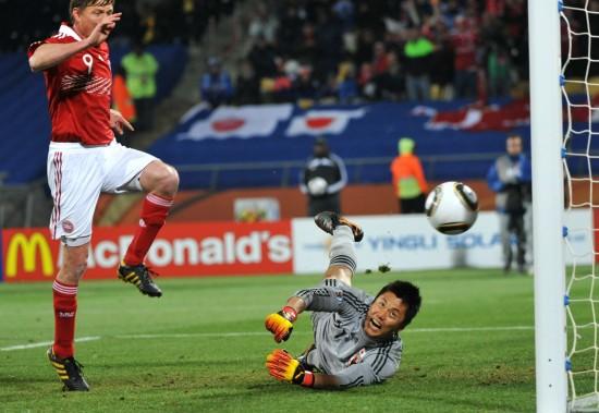 图文-[小组赛]丹麦1-3日本丹麦队扳回一球