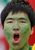 球迷脸上涂满颜料