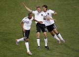 德国队队员庆祝进球