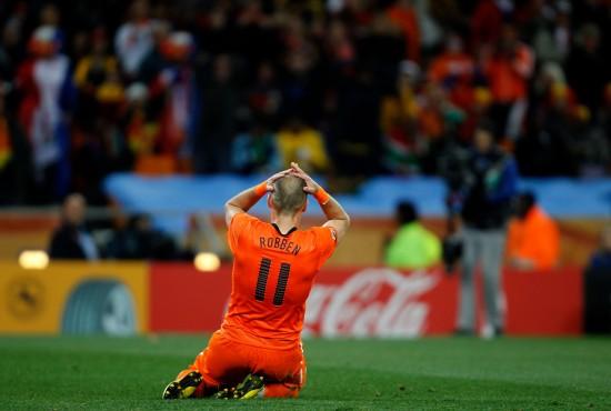 图文-[决赛]荷兰VS西班牙 罗本懊恼不已