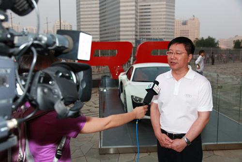 图文-巴萨中国行完美谢幕赞助商代表接受采访