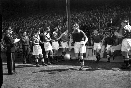 1955年,曼联曾列队欢迎切尔西