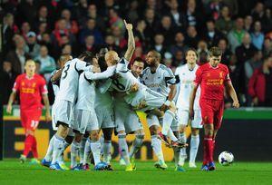 英超-斯图里奇连4场进球新援破门利物浦2-2登顶