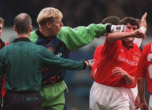 1995年11月对利兹时的一次争吵 舒梅切尔将基恩推开