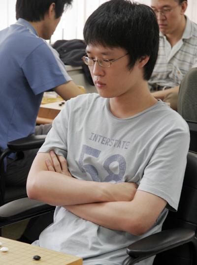 图文-第13届三星杯围棋公开赛现场金炯佑稳如泰山