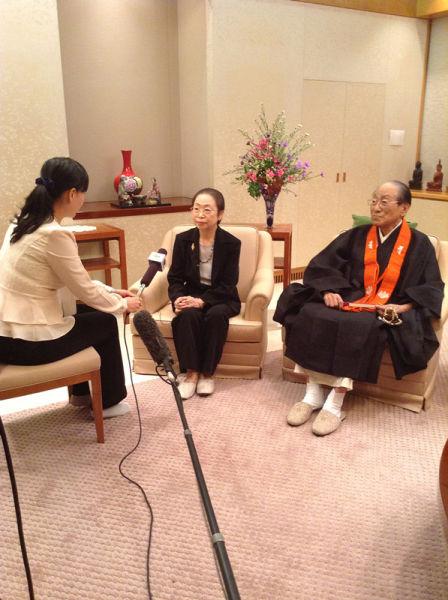 桐山靖雄与和田尚子接受中国媒体采访