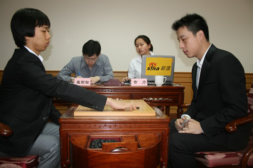 图文-应氏杯第2轮激战现场崔哲瀚落下第一手