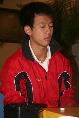图文-智运围棋业余公开赛半决赛朝鲜棋手赵大元7段