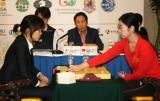 图文-智运会围棋女子团体决赛郑岩对决金惠敏