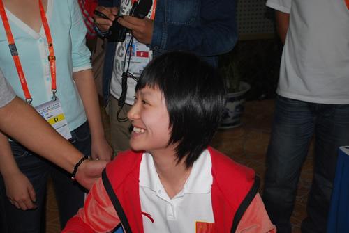 图文-智运会围棋女团中国夺冠唐奕笑得跟花一样