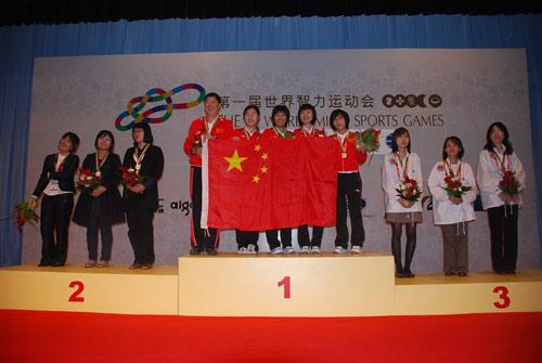 图文-智运会围棋女子团体颁奖仪式前三甲合影留念