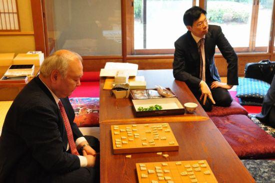 谷川与加藤在研究