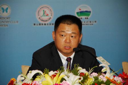 雪莲山高尔夫董事长创世界纪录单日连续挑战108洞