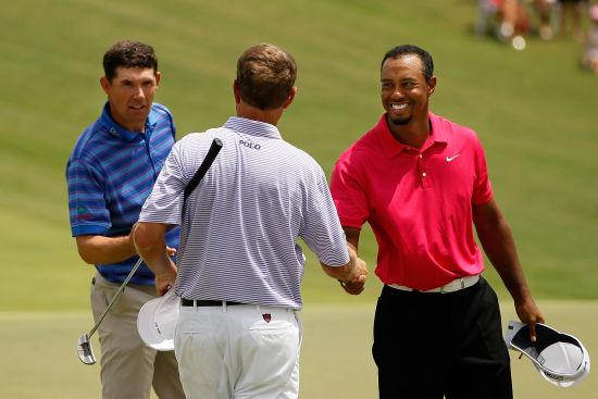 PGA锦标赛哈灵顿(左)、伍兹与拉夫三世(中)同组