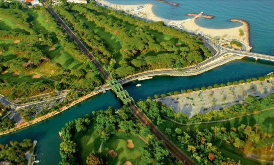 秀美的Siagne运河从有着120年历史的戛纳-曼德留高尔夫俱乐部老球场缓缓淌过,奔向蔚蓝海岸。
