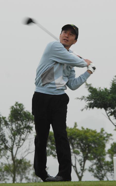 图文-俱乐部联赛总决赛第三轮参赛选手开球瞬间