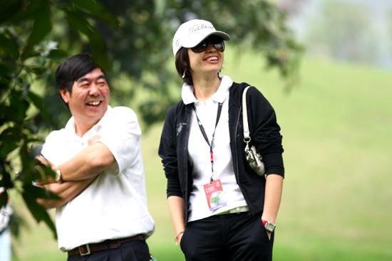 图文-欧米茄中巡赛广州锦标赛第三轮后援团