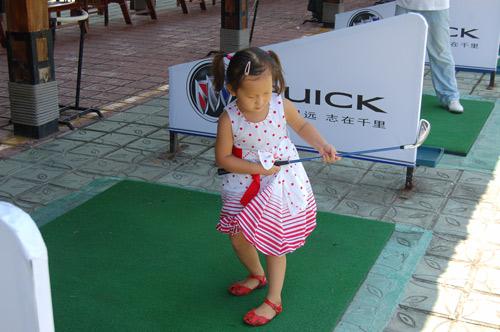 图文-亚龙湾联赛选拔赛最小的参赛选手