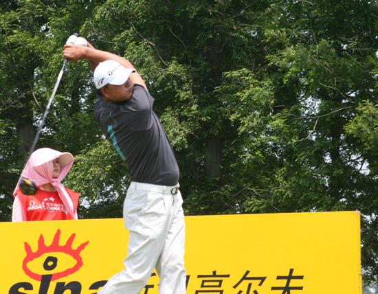 图文-上海锦标赛第三轮领先的陈小马