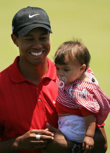 图文-美国公开赛伍兹夺冠与女儿分享快乐