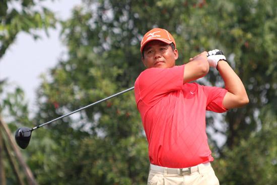 图文-中巡麓山锦标赛第三轮唐锦昌在18号洞开球