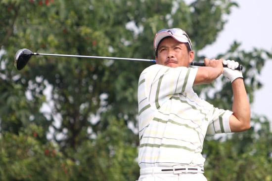 图文-中巡麓山锦标赛第三轮周宏男18号洞开球
