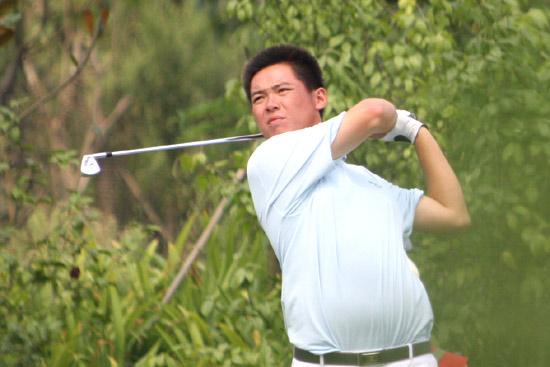 图文-中巡麓山锦标赛第三轮谢鹏飞在17号洞开球