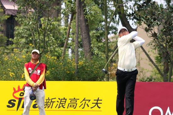 图文-中巡麓山锦标赛第三轮王雷在8号洞开球