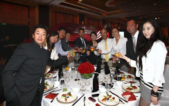 图文-欧米茄中巡赛年度颁奖晚宴中巡赛裁判员合影