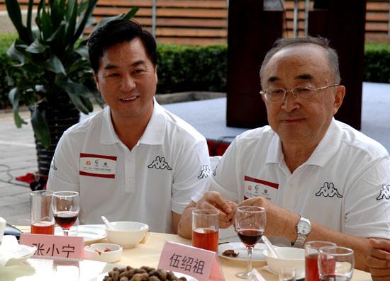 图文-俱乐部联赛北一区欢迎宴张小宁与伍绍祖